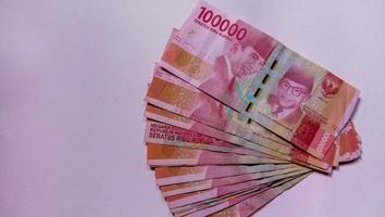 valuta van 100 duizend rupiah de staatsvaluta van indonesië foto