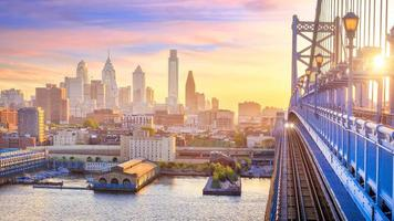 Philadelphia skyline bij zonsondergang foto