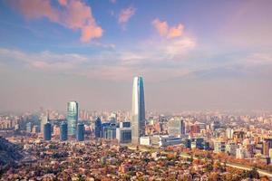 de skyline van santiago in chili foto
