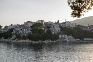 skiathos stad, skiathos eiland, sporaden, egeïsche zee, griekenland foto