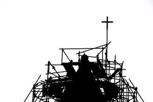 kruis op de koepel van een oude tempel foto