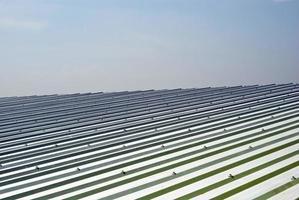 metalen plaat dak van magazijn foto