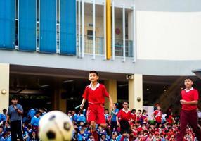 amateurvoetballers concurreren in de voetbalsport foto