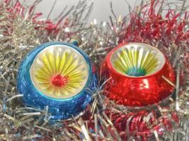 kerstballen en klatergoud foto