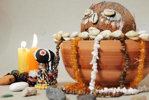 occult altaar voor voodoo-ritueel. sjamanisme foto