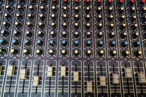 mixtool voor een geluidstechnicus in een professionele opnamestudio foto