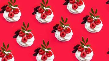 cupcakes met botercrème op een roze ondergrond foto