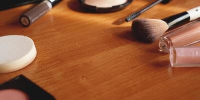 decoratieve cosmetica op houten achtergrond bovenaanzicht foto