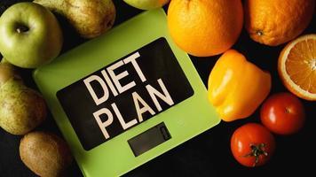 concept dieet. gezonde voeding, keukenweegschaal foto