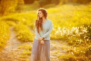 jonge vrouw met dreadlocks foto