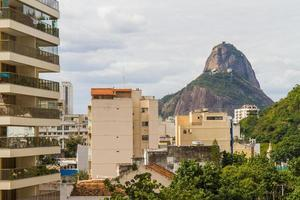 suikerbroodberg gezien vanaf botafogo in rio de janeiro foto