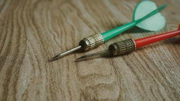 rode en groene dartpijl voor bedrijfsfocusconcept foto