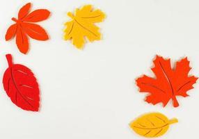 geeloranje rode herfstbladeren, borderlijst, kunstplant foto