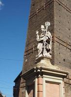 San Petronio-standbeeld in Bologna foto