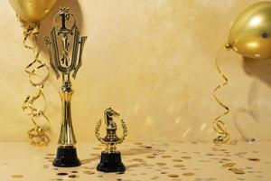 winnaarconcept met gouden mensen foto