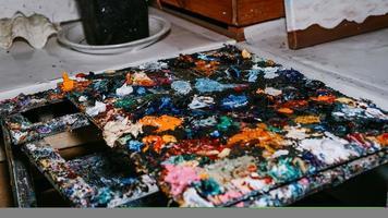 achtergrondafbeelding van heldere olieverfpaletclose-up foto