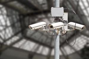 beveiligingscamera's op paal foto