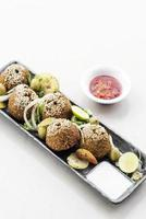 kikkererwten falafel traditionele Midden-Oosterse snackschotel starterset foto