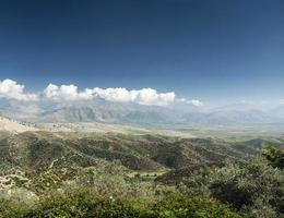 Zuid-Albanië platteland schilderachtige landschapsmening op zonnige dag in de buurt van Sarande foto