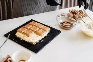 zelfgemaakte tiramisu cake traditioneel italiaans dessert foto