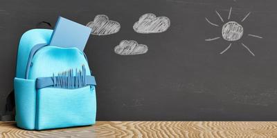 schoolspullen voor een schoolbord foto