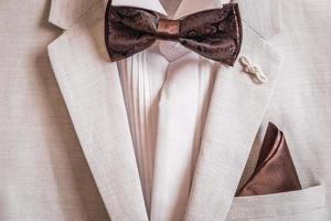 herenpak, overhemd en zakdoek vlinder, zakdoek in zak foto