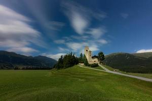 de kerk van san gian in celerina zwitserland foto