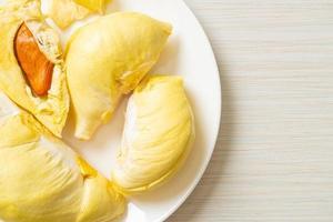 durian gerijpt en vers, durian schil foto