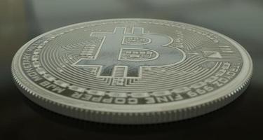 bitcoin liggend op de vloer foto