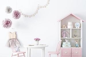 babykamer achtergrond met witte muur voor meisje - 106 foto