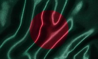 behang door vlag van Bangladesh en wapperende vlag door stof. foto