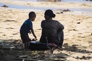 sorong, Indonesië 2021- een moeder en kind foto