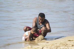 sorong, indonesië 2021- vader en kind foto