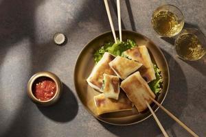 heerlijke maaltijd met sambal arrangement foto