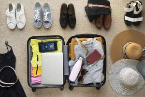 de reiskoffer voorbereidingen inpakken foto