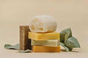 arrangement zelfgemaakte zeepblokken. resolutie en mooie foto van hoge kwaliteit
