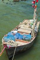 een oude houten vissersboot foto