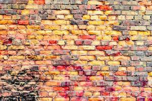 textuur van een bakstenen muur met scheuren en krassen foto