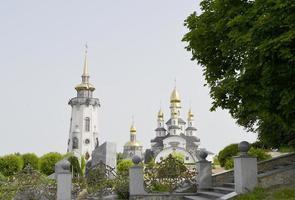 toren van een christelijke kerk foto