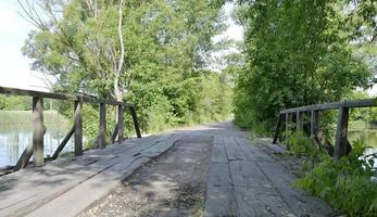 oude houten brug foto