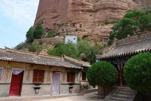 chinese oude traditionele huagai-tempel in tianshui, gansu china foto