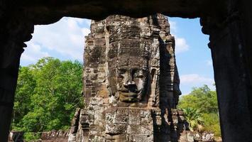 gezichtstoren bij de bayon-tempel, siem reap cambodja foto
