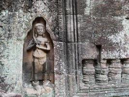 steenhouwen bij ta som tempel, siem oogst cambodja. foto
