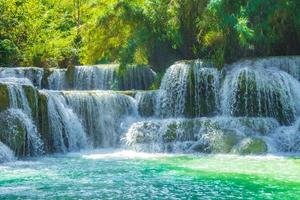 mooiste watervallen kuang si waterval luang prabang laos. foto