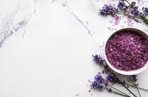 natuurlijke biologische spa-cosmetica met lavendel. foto