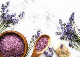 natuurlijke kruidencosmetica met lavendel foto