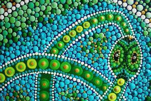 slang die zijn eigen staart eet, onderdeel van mandala-schilderij foto