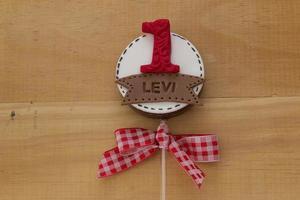 chocolade lolly's versierd voor de verjaardag van kinderen in boerderijthema foto