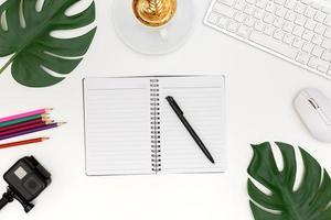 creatieve platliggende foto van moderne werkplek met laptop