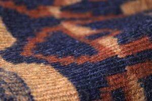 machinaal bewerkte geometrische vormen op een wollen trui foto